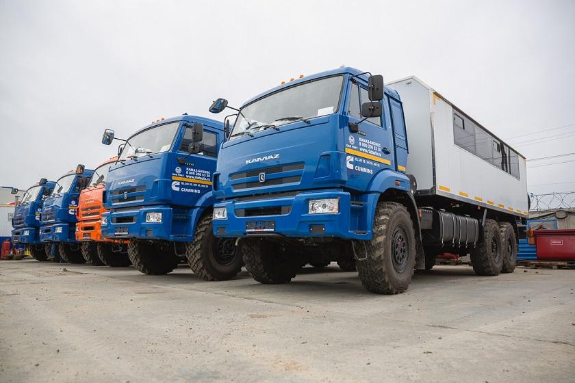 пять комфортабельных вахтовых автобусов на шасси КАМАЗ-РИАТ 43118-RR